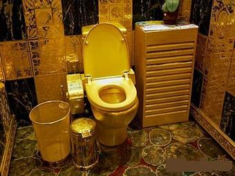 Ювелир из Гонконга сделал туалет из чистого золота