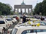 Берлинские таксисты устроили протестный автопробег