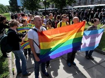 Гей-парад прошел в Киеве: 20 минут, 50 участников и 1000 милиционеров