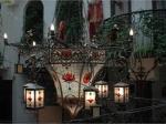 Донецкие кузнецы создали танцующую люстру
