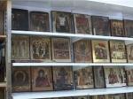 Правоохранительные органы вывозят иконы из мастерской Ройзмана