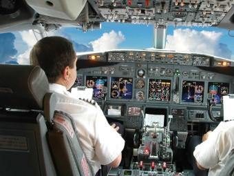 Пилот скончался во время полета