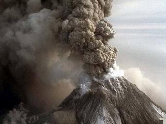 Вулкан Шивелуч на Камчатке продолжает извергаться