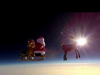 В британском небе пролетел Санта с оленями