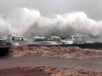 В Тихом океане бушует тайфун «Люси»