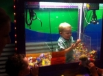 3-летнего малыша нашли внутри игрового автомата