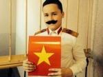 Вместо св. Иосифа петербуржский школьник надел костюм Сталина