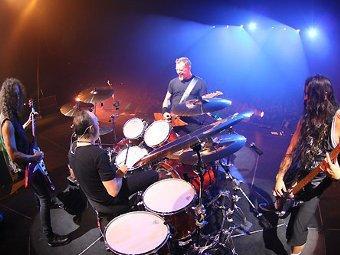 Поклонники Metallica разгромили стадион в Дели