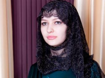 Жена Кадырова показала коллекцию одежды