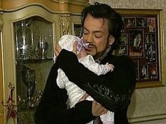 Киркоров купил детские коляски под цвет машины и свадебное платье для годовалой дочери