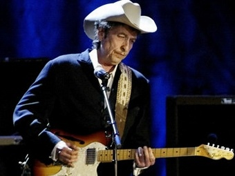 Гитара Боба Дилана продана почти за миллион долларов