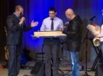 На концерте в Златоусте Александру Розенбауму подарили казачью шашку