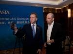 Шувалову показали новый YotaPhone для КНР