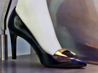 Американская компания придумала туфли для съемки селфи
