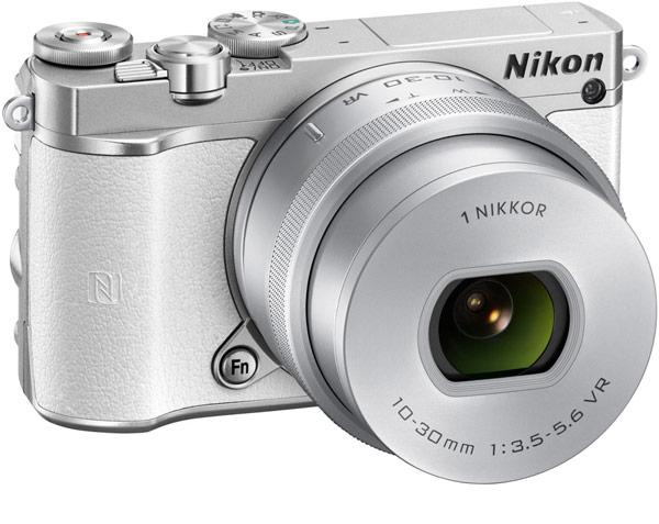 Беззеркальная камера Nikon 1 J5 сосменными объективами позволяет снимать видео 4К