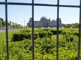 Целью хакерской атаки на сеть бундестага был компьютер Меркель — СМИ