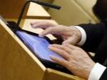 Депутатам и министрам установили «электронный офис» на iPad
