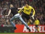 Болельщик получил срок за нападение на вратаря во время матча