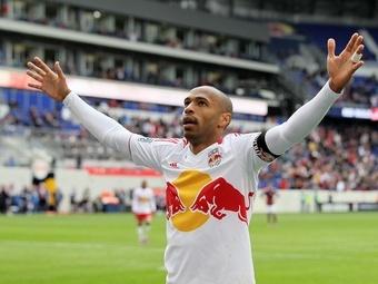 Французский футболист Т. Анри завершил об окончании спортивной карьеры